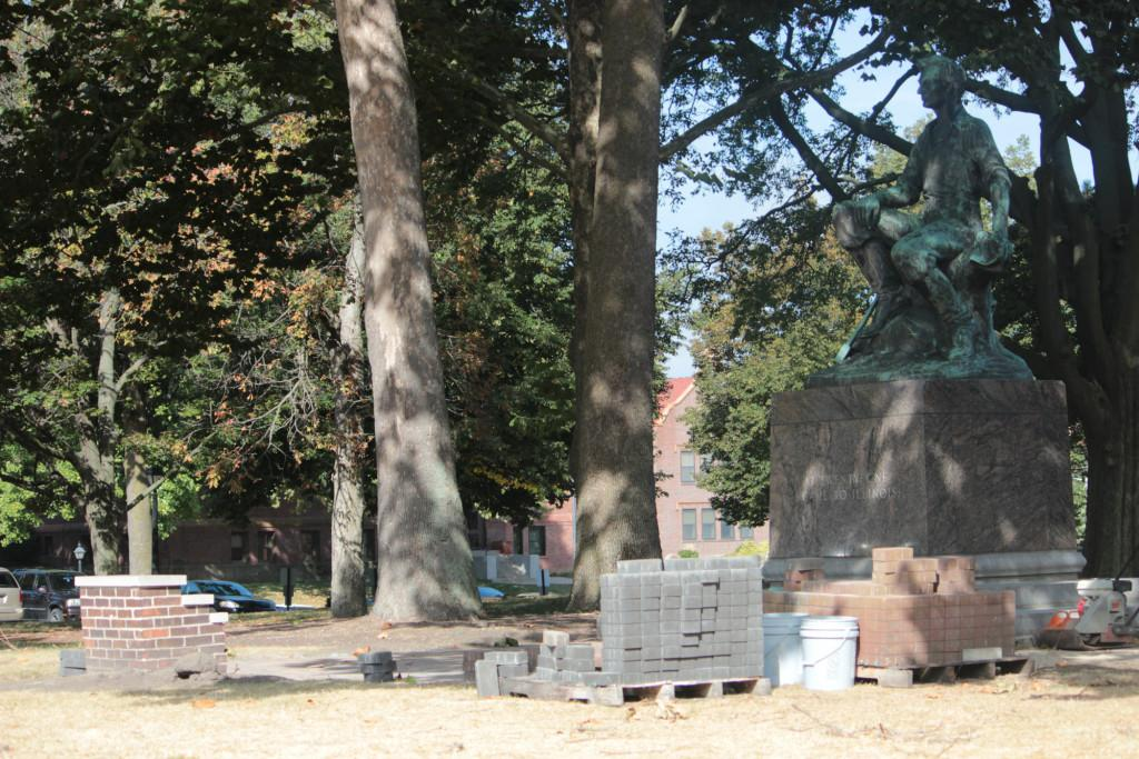 Lincoln statue under construction