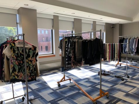 """Students Receive Professional Clothes and Advice at """"Dress for Success"""" Event"""